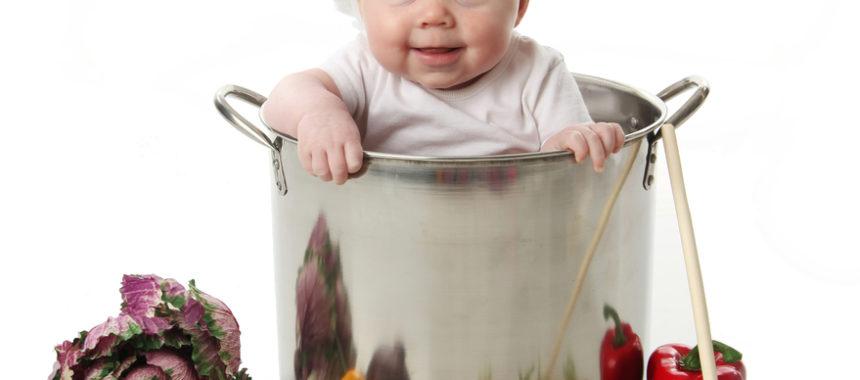 הצילו, התינוק שלי התחיל לאכול מוצקים!